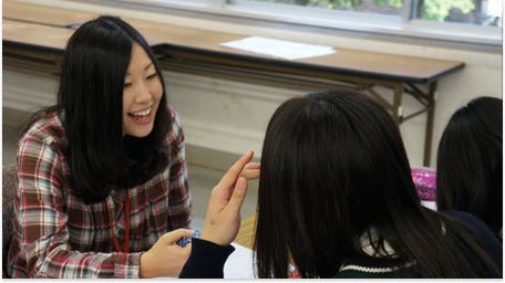「進路」や「総合」の枠で、キャリア学習の授業を行っています。